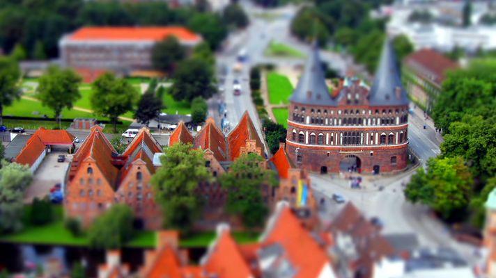 Das Wahrzeichen von Lübeck das Holstentor - im Miniaturformat