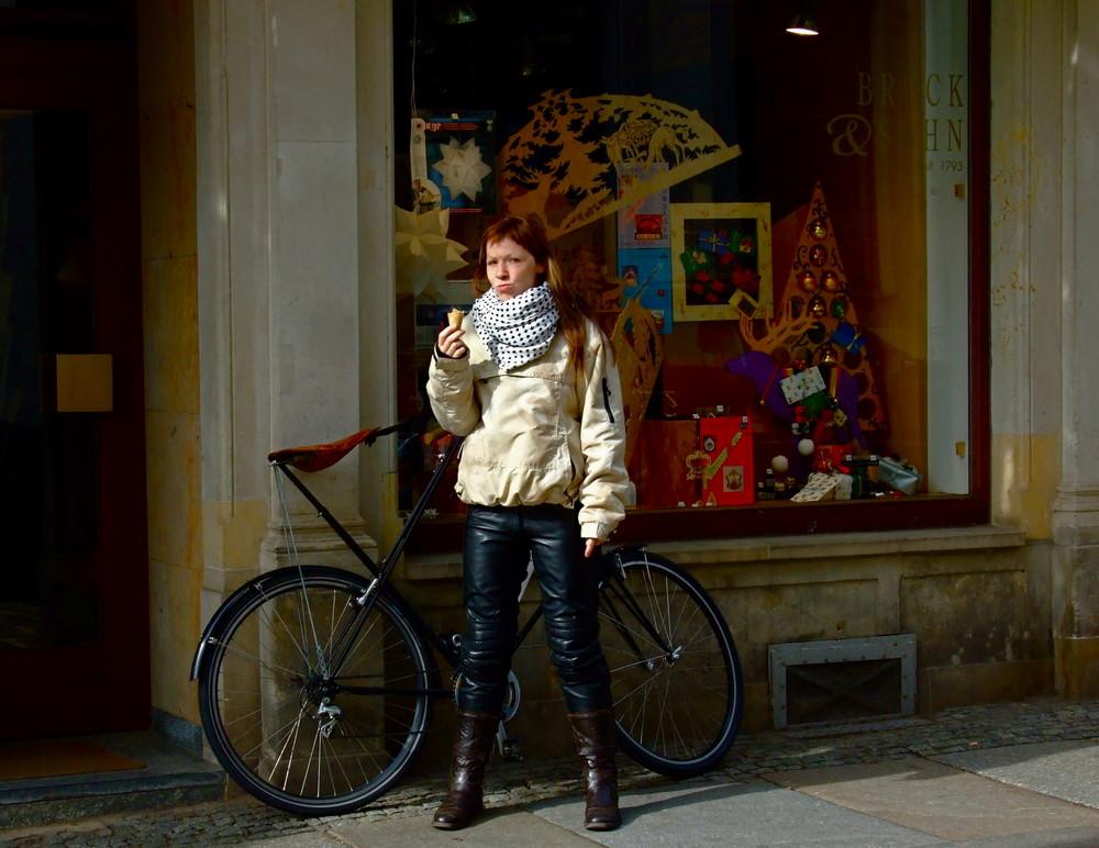 Das Weihnachtsgeschäft läuft schon - meint fränzi - und das Fahrrad würde auch