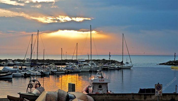 Dawn on Sunday , March 25 2012