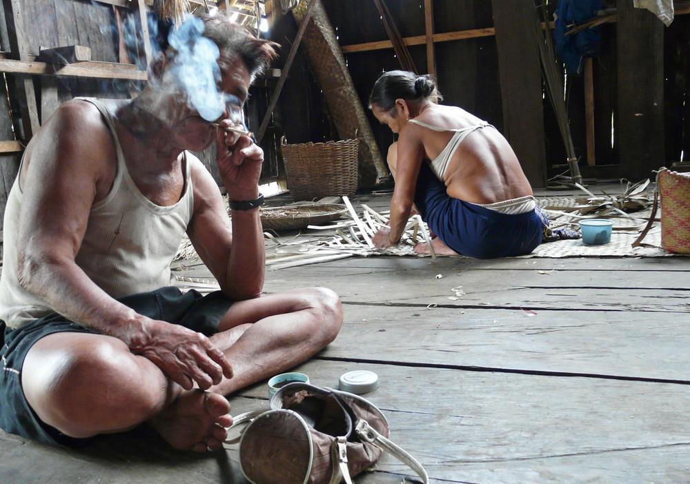 Dayak / Bei den Eingeborenen Borneo's