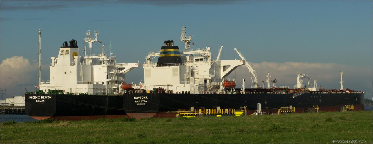 DAYTONA + PHOENIX BEACON. Crude oil tanker / Calandcanal / Rotterdam / 23.10.2013