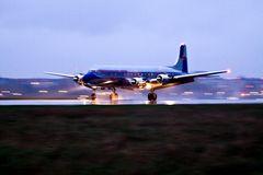 DC-6 in Tempelhof am Abend