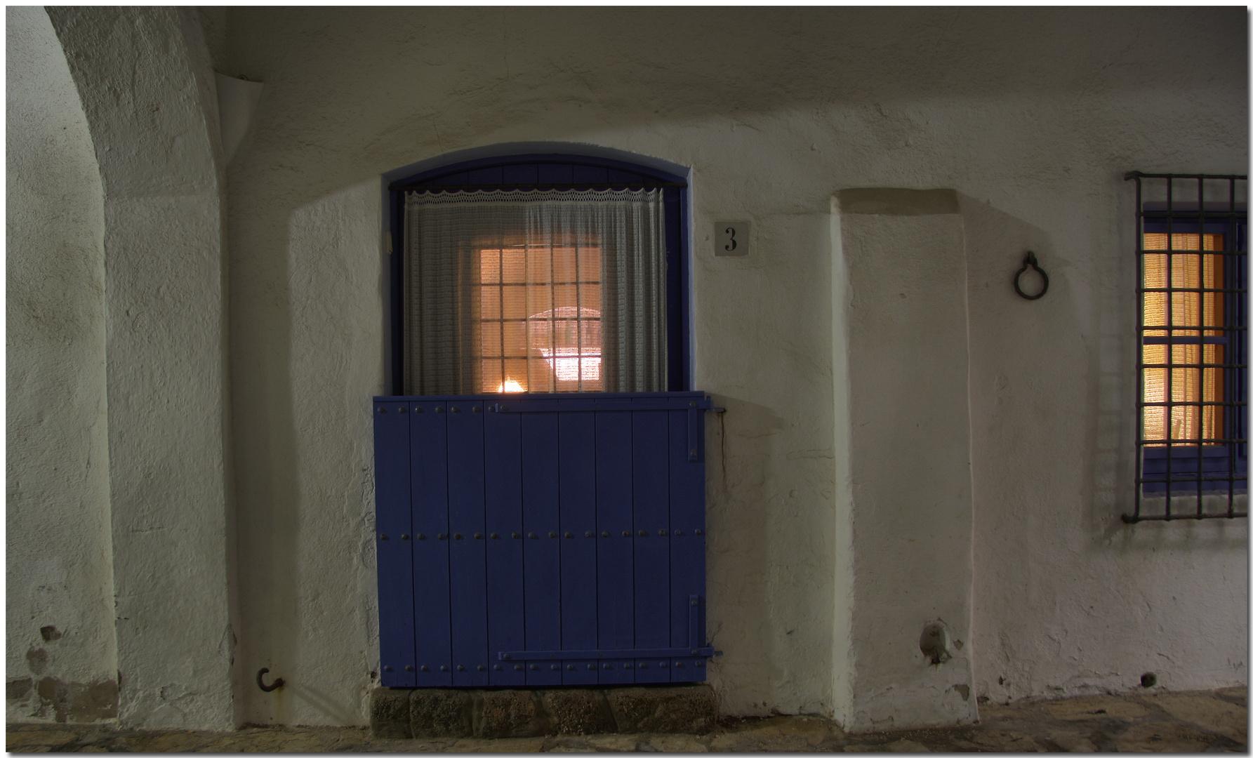 De nit a Calella IX Interior amb vida