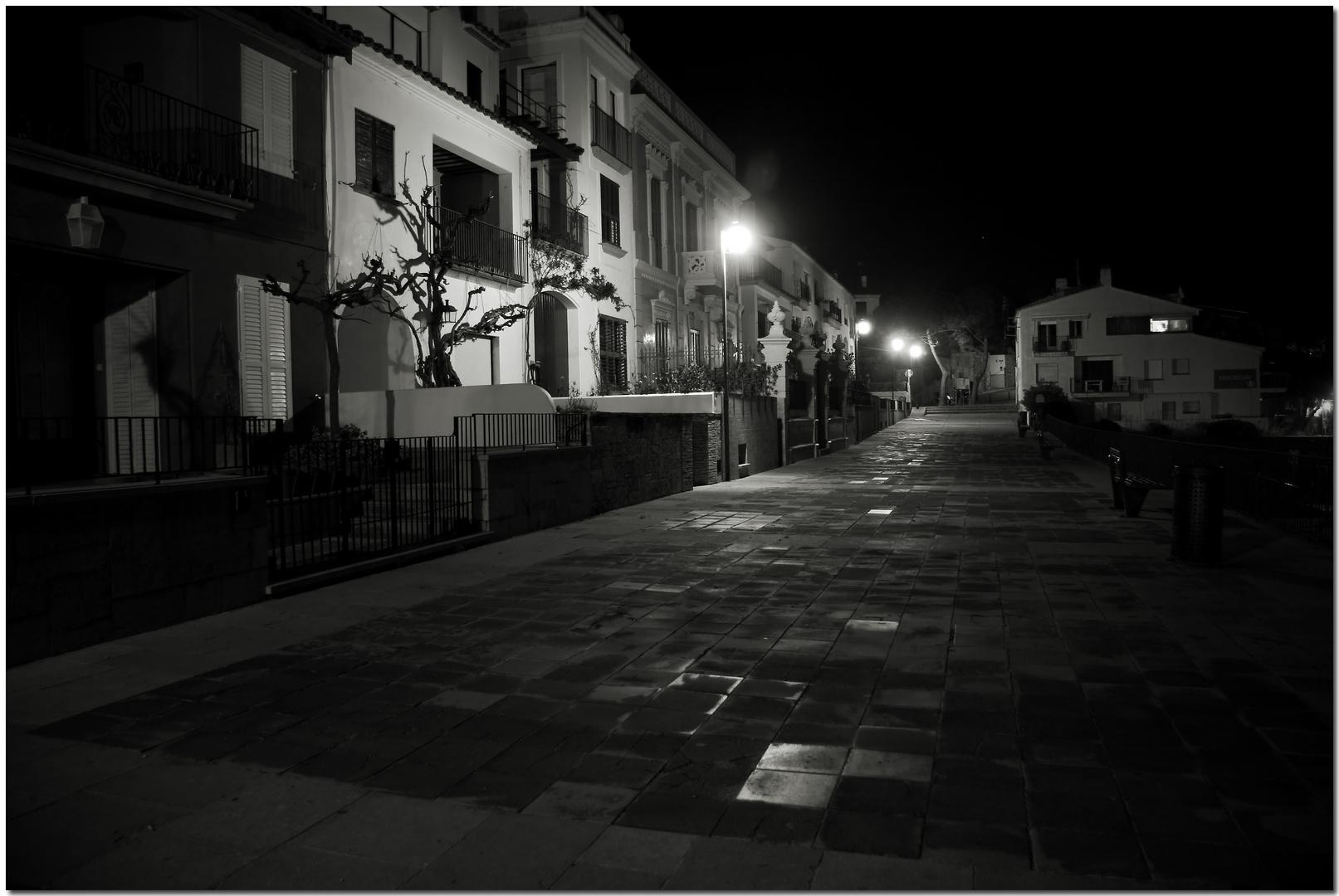 De nit a Calella X Només hi passen les hores