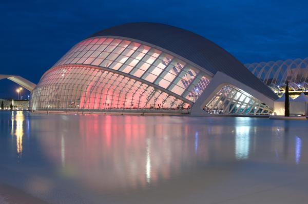 De noche en la Ciudad de las Artes y las Ciencias de Valencia