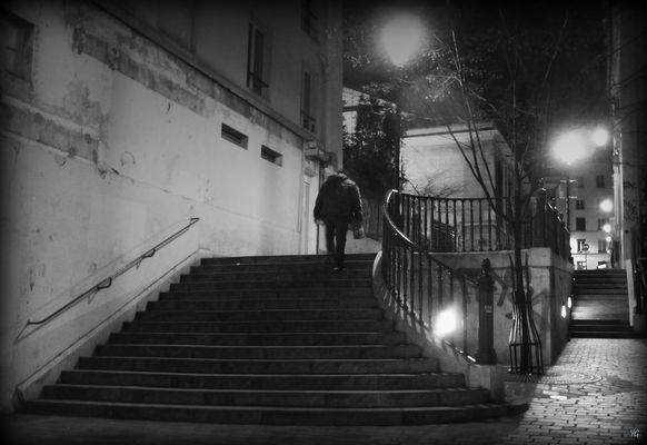 De nuit, Paris se vit en noir et blanc...