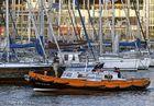 ...de ronda en el puerto...