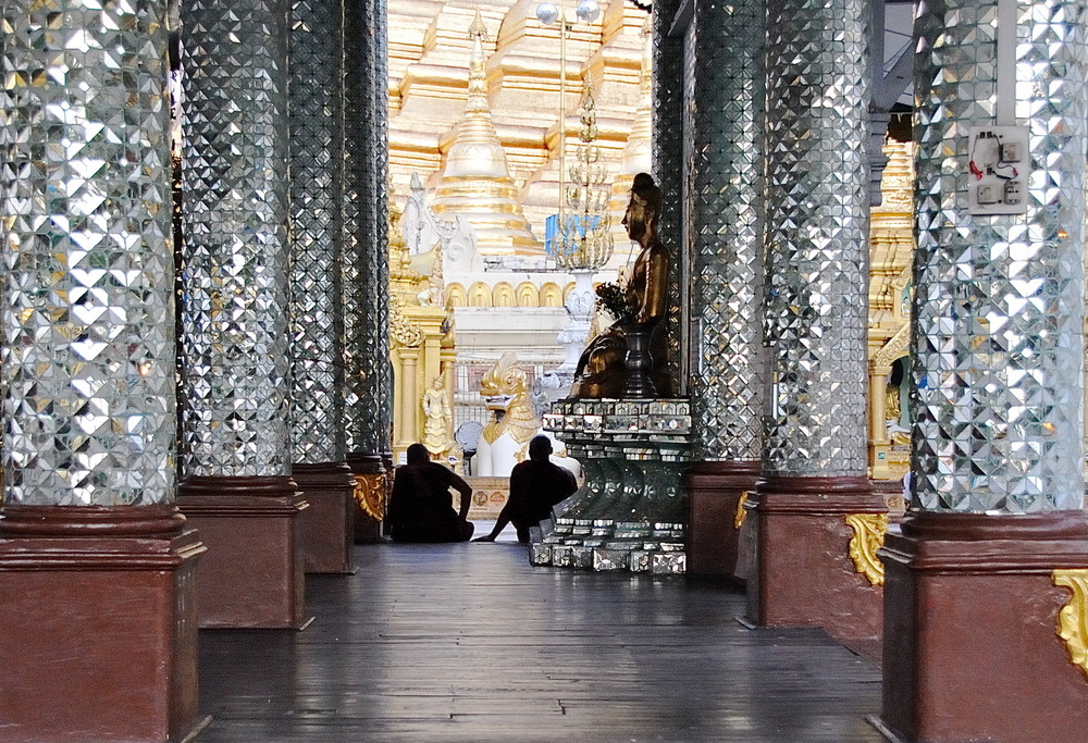 De tertulia en la pagoda de Shwedagon