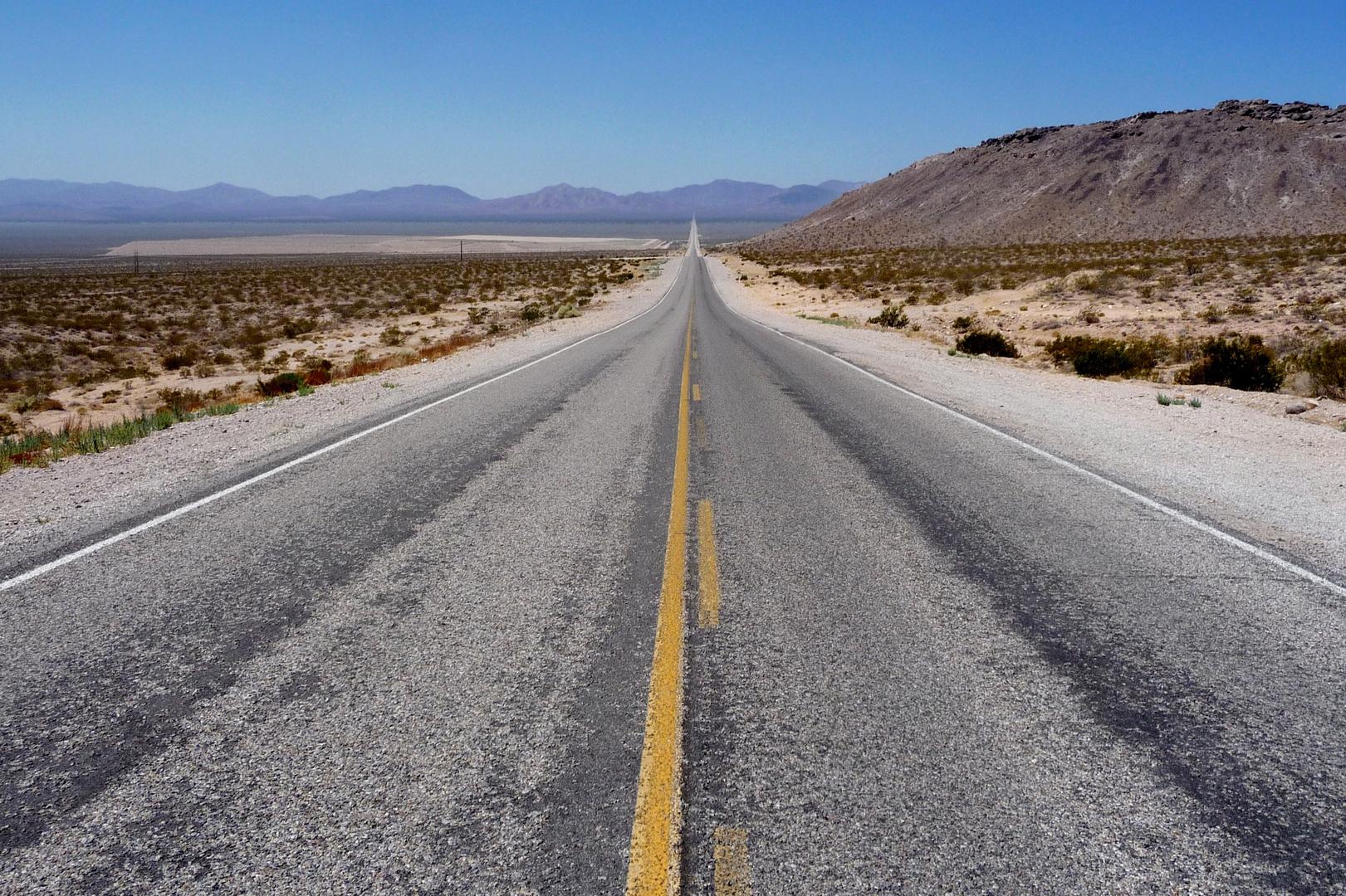 Death Valley - 11 miles straight on