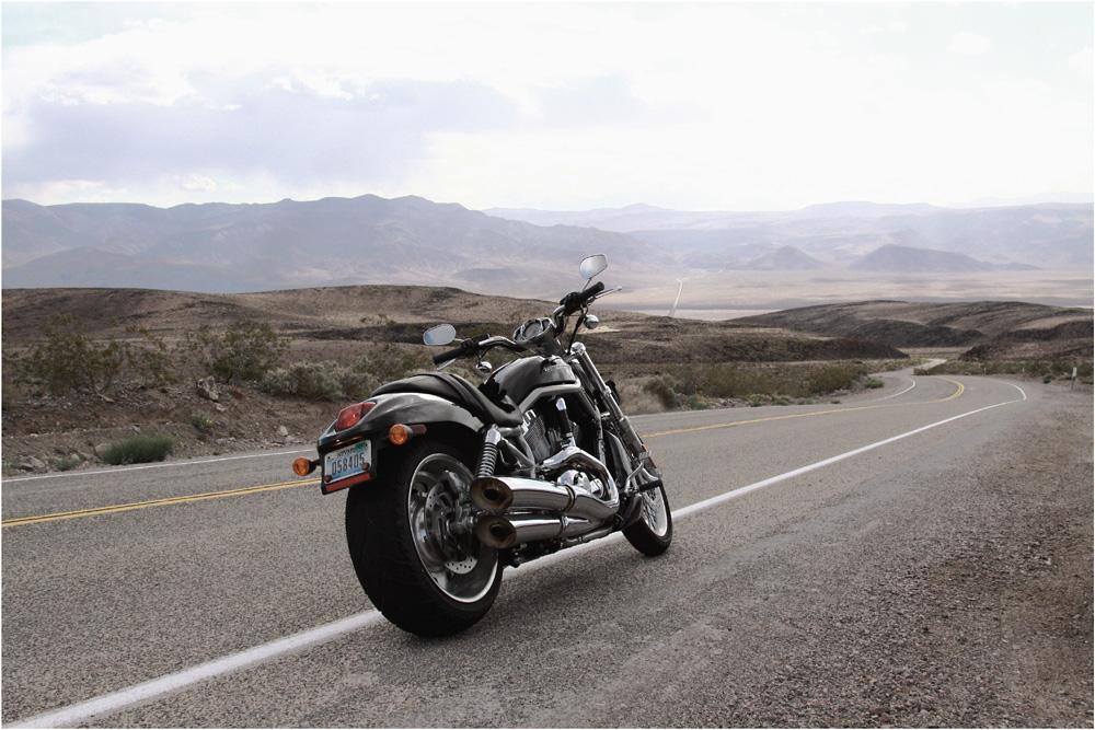 .... Death Valley auf der Harley Davidson V-Rod II ....