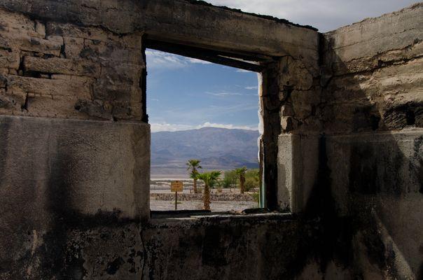 Death Valley Gateway