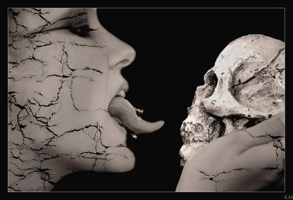 ~ Deathly Kiss ~