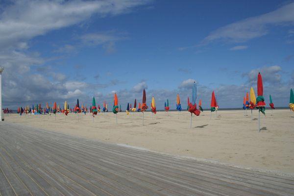 Deauville la plage et les parasols