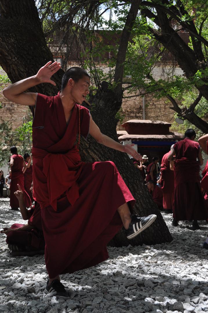 debattierende Mönche im Kloster Sera bei Lhasa Tibet
