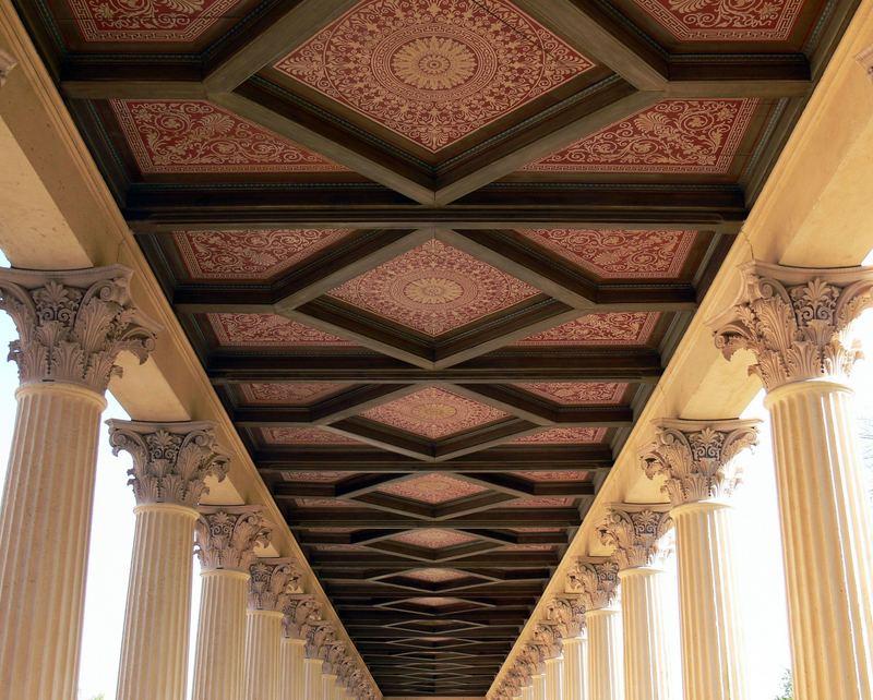 Decke des Säulengangs