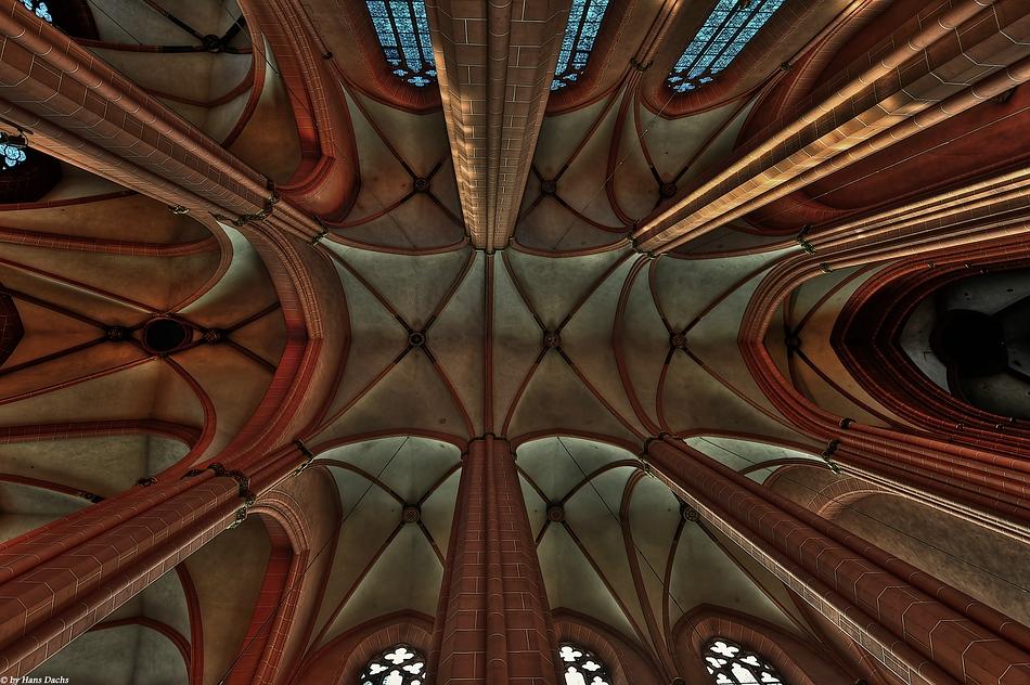 Deckenansicht vom Kaiserdom St. Bartholomäus in Frankfurt
