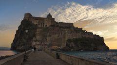 dedicata all'amico Bernardo Pistone - Ischia - Tramonto sul Castello Aragonese