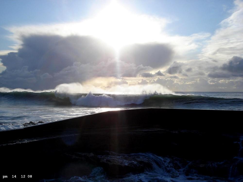 déferlement de grosse vague