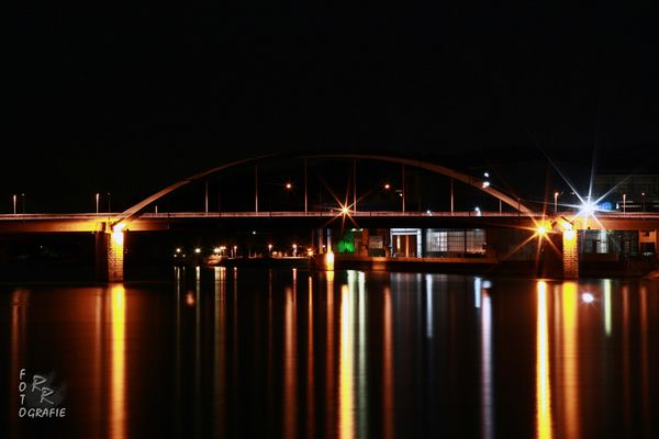 Deggendorfer Donaubrücke bei Nacht