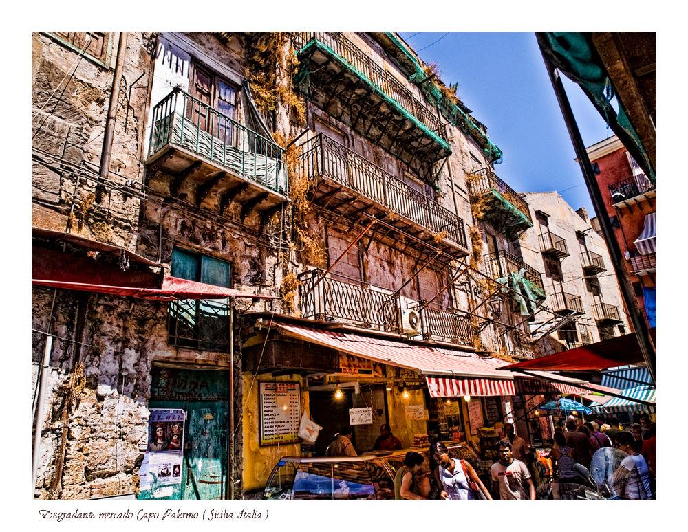 Degradante mercado Capo Palermo ( Sicilia Italia )