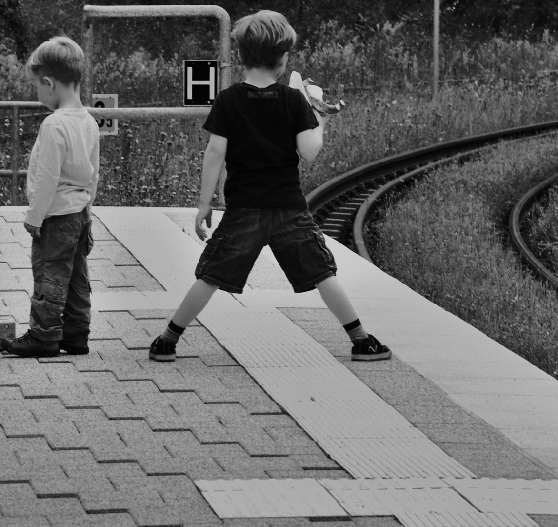 Dehnung an der Haltestelle, wann kommt sie denn nun die Bahn....