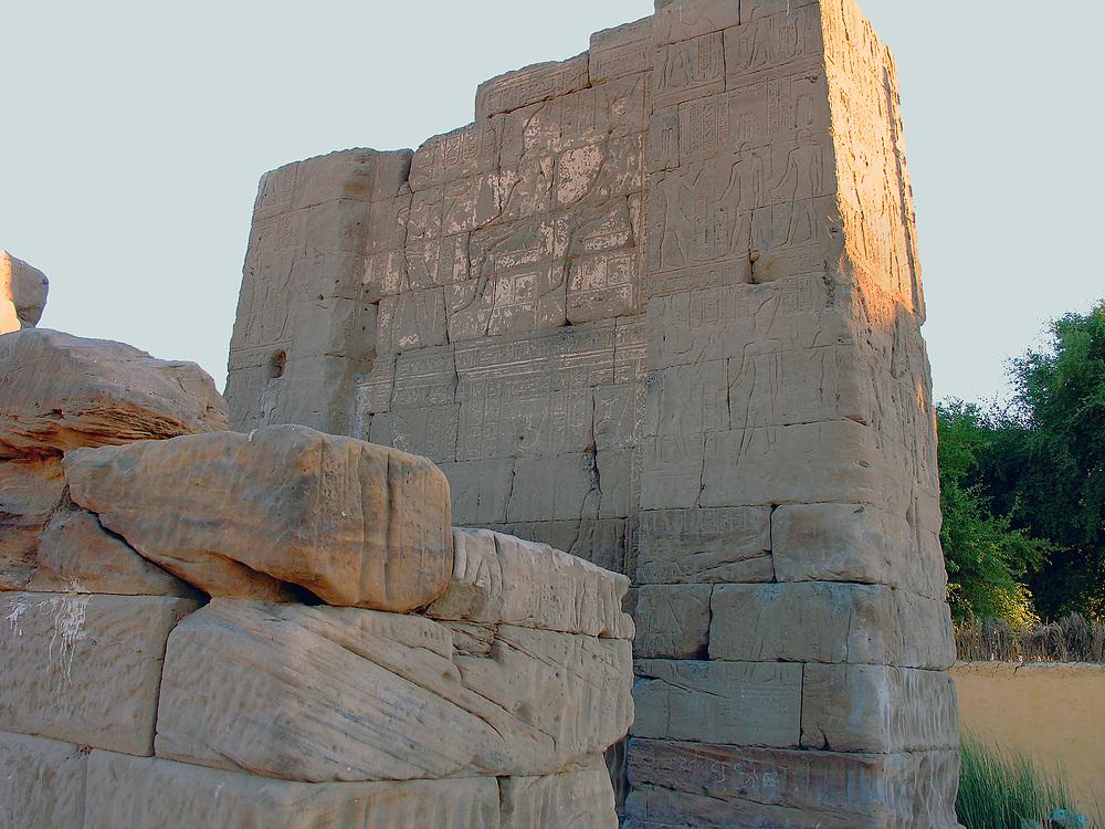 Deir el-Schewit – Tempel für Thot und Isis