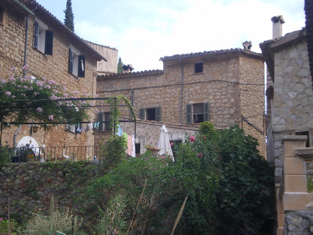 Deja - Im Dorf
