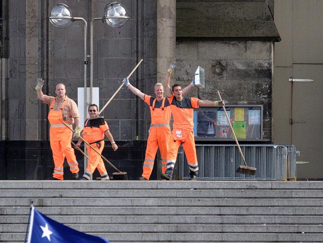 Delegation der Kölner Abfallwirtschaft segnet die Gäste des WJT