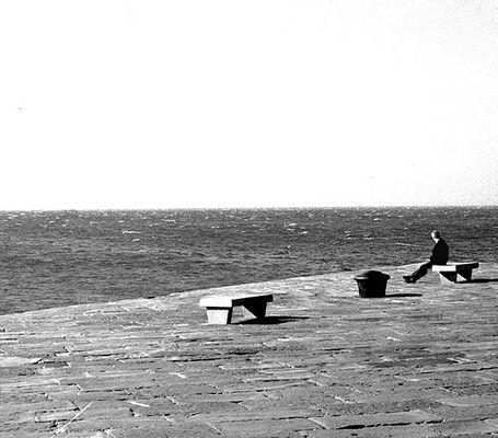 Delvaux guarda il mare