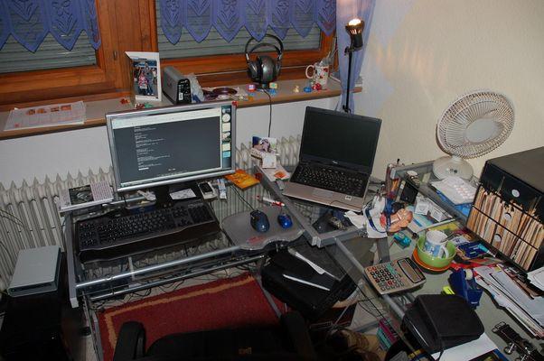 Dem Freak sein Schreibtisch...