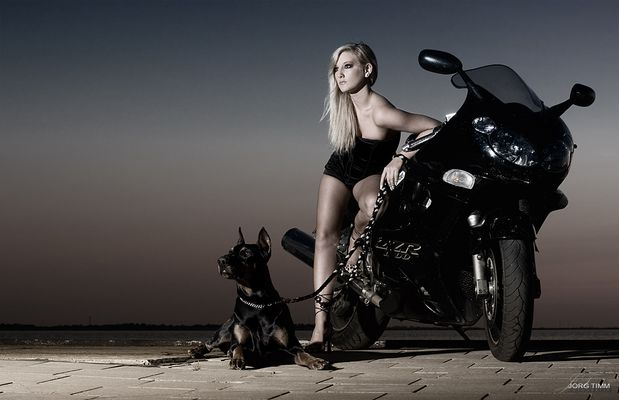 Dem Jörg sein Moped mit ner zuckersüßen Maus und einem lieben WauWau :)