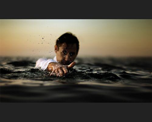 Dem Sandbankier steht das Wasser bis zum Hals...
