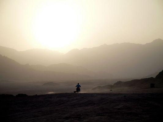 - Dem Sonnenuntergang entgegen -