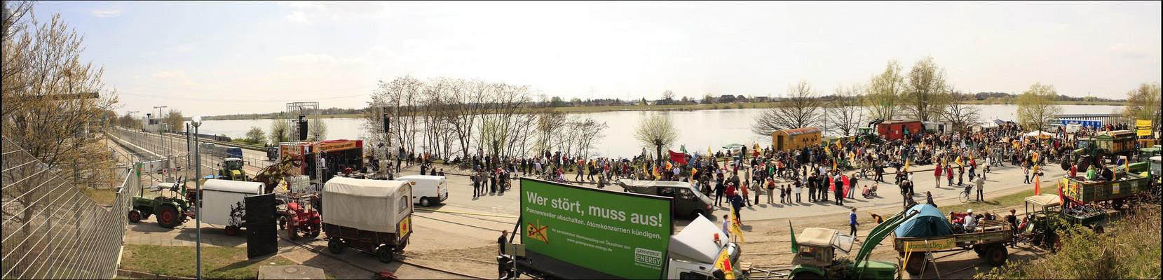 Demo am AKW in Krümmel             ´/ zum scrollen