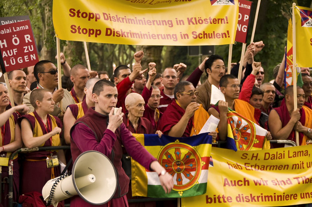 Demo gegen den Dalai Lama