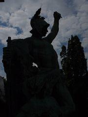 Denkmal im Gegenlicht