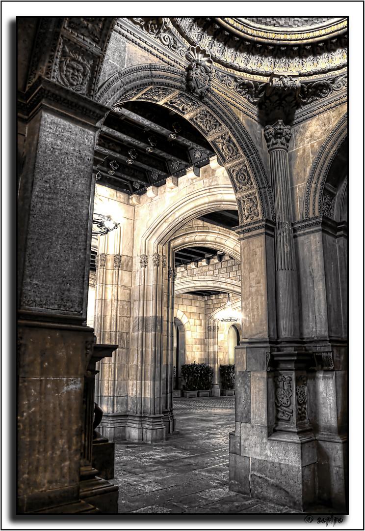 Dentro del Ayuntamiento de Barcelona