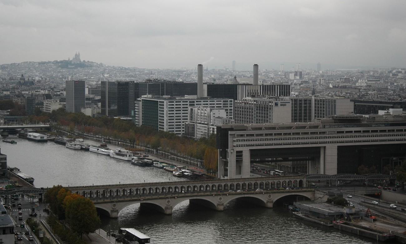 Depuis le dernier étage de la tour ouest de la TGB (15). La Seine, Bercy et Le Sacré-Coeur