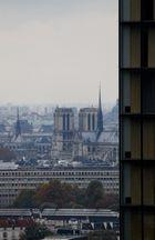 Depuis le dernier étage de la tour ouest de la TGB (16). Notre-Dame