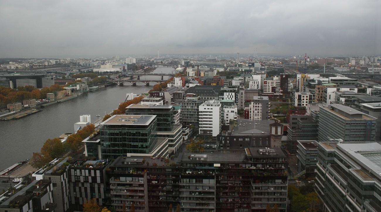 Depuis le dernier étage de la tour ouest de la TGB (20).La Seine et des ponts...