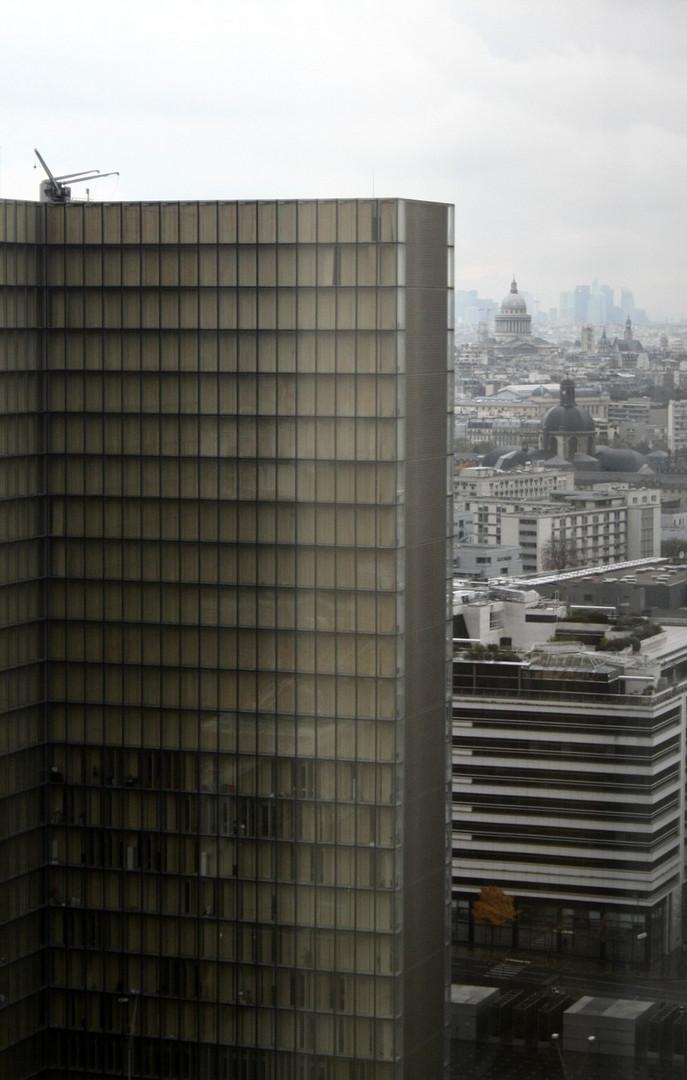 Depuis le dernier étage de la tour ouest de la TGB (5). En arrière-plan, le Panthéon et la Défense