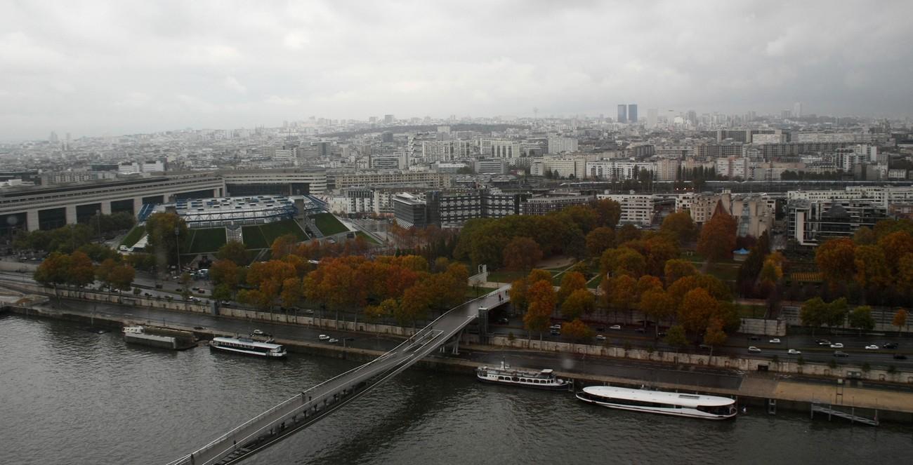 Depuis le dernier étage de la tour ouest de la TGB (6). La passerelle S. de Beauvoir et Bercy