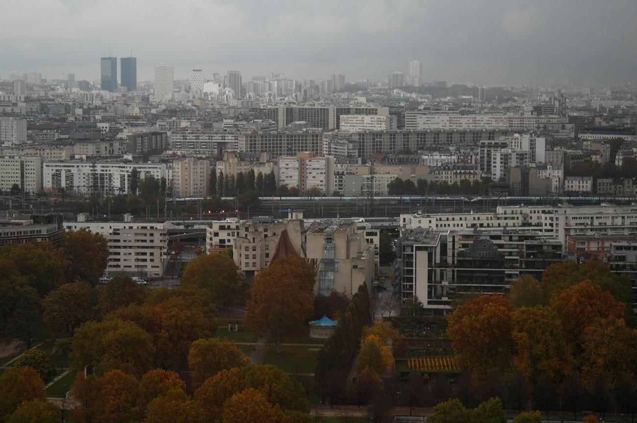 Depuis le dernier étage de la tour ouest de la TGB (7). Les jardins de Bercy et un TGV double