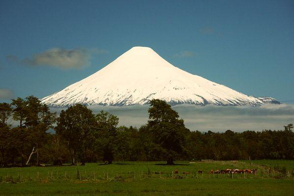 Der 2652 m hohe Vulkan Osorno in Chile.