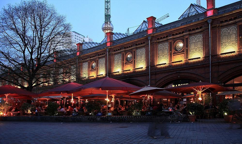 Der älteste und auch der schönste S-Bahnhof Berlins ist der am Hackescher Markt.