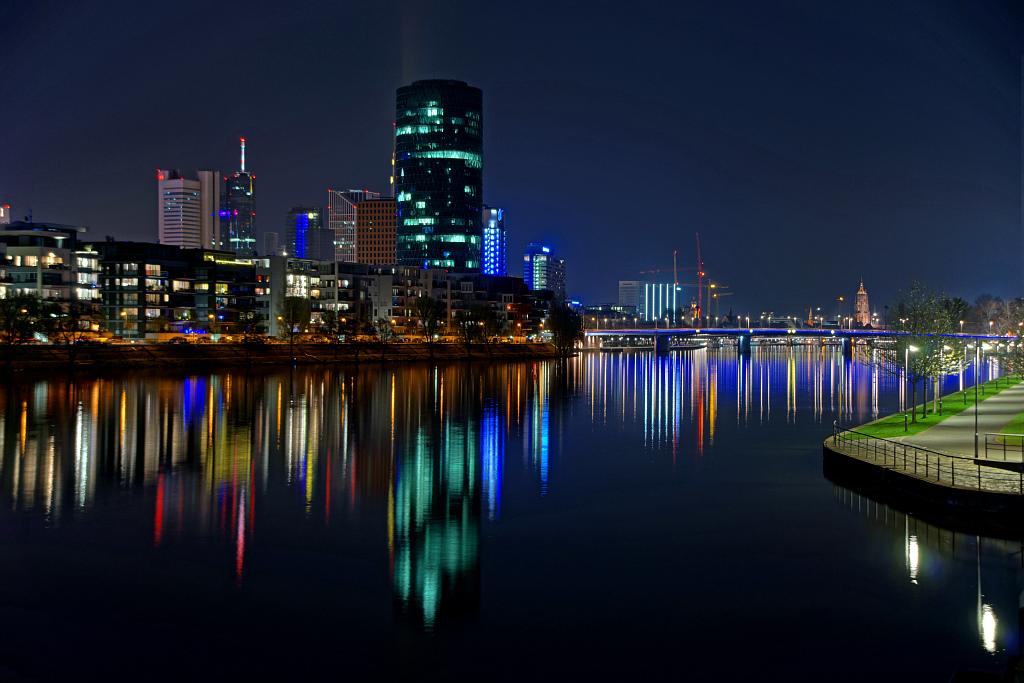 Der Äppelwoi-Bembel in Frankfurt bei Nacht