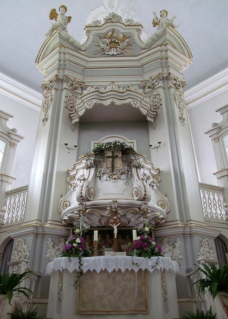 Der Altar der Ostener Kirche
