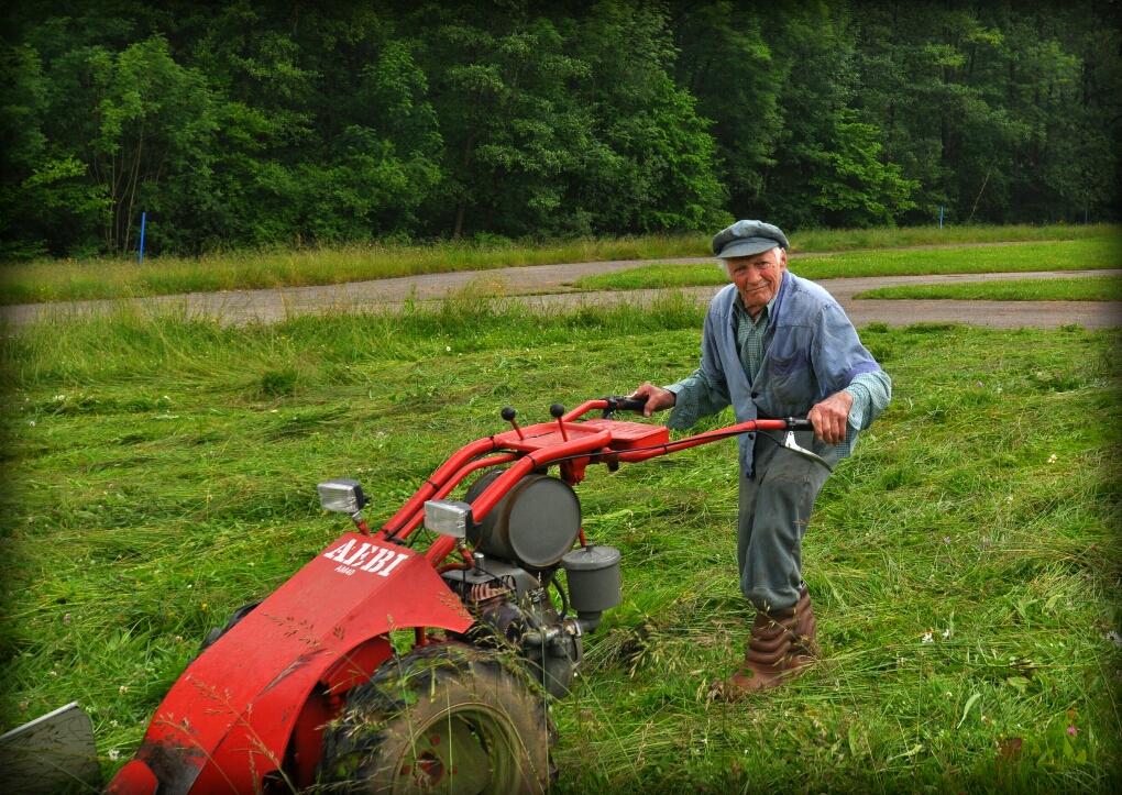 Der alte Bauer kanns nicht lassen