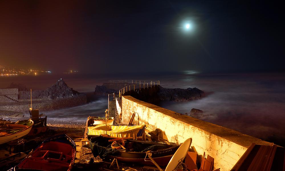 Der alte Fischerhafen von Punta del Hidalgo bei Nacht