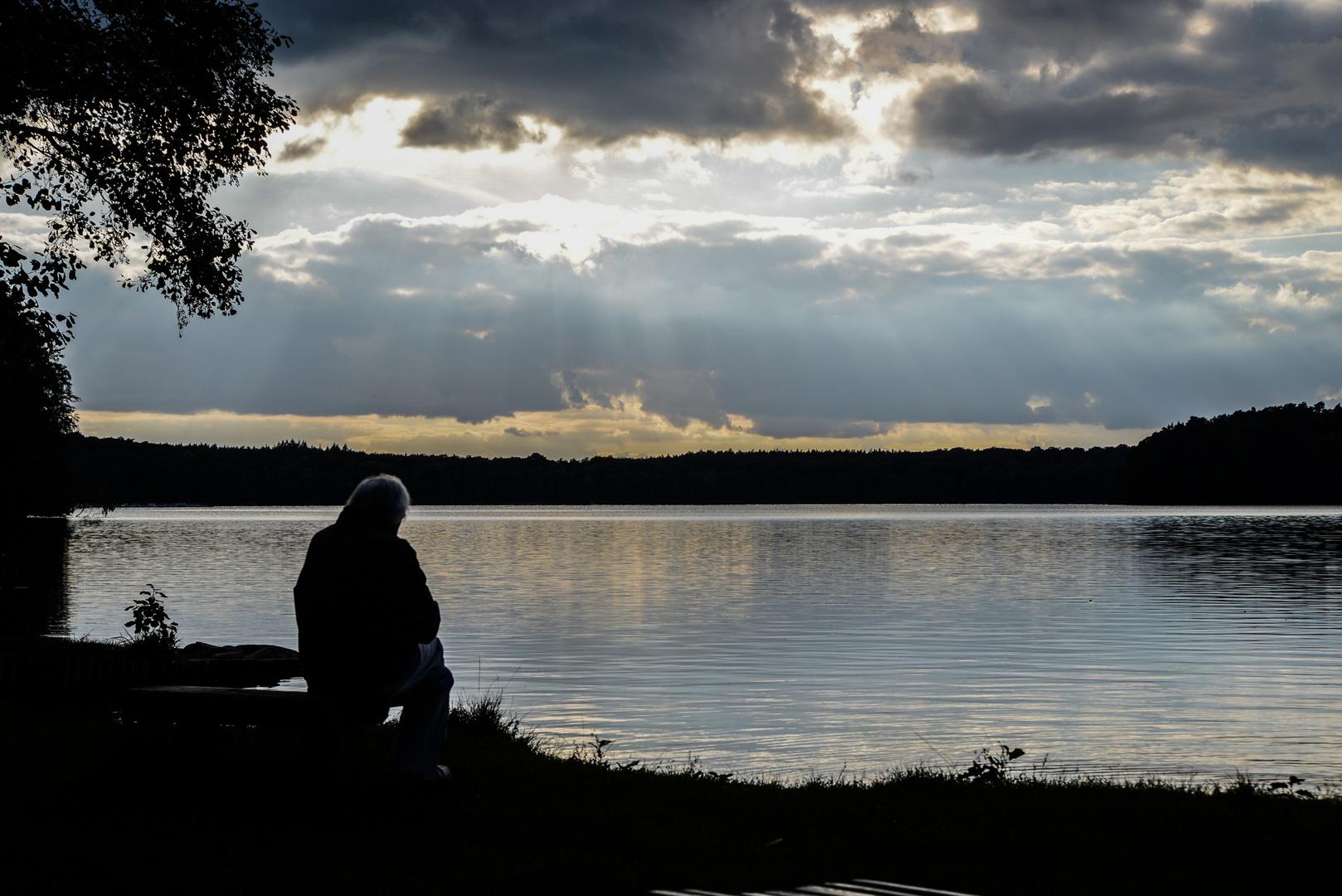Der alte Mann am See.